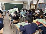 篠山の地層の地図を見ています